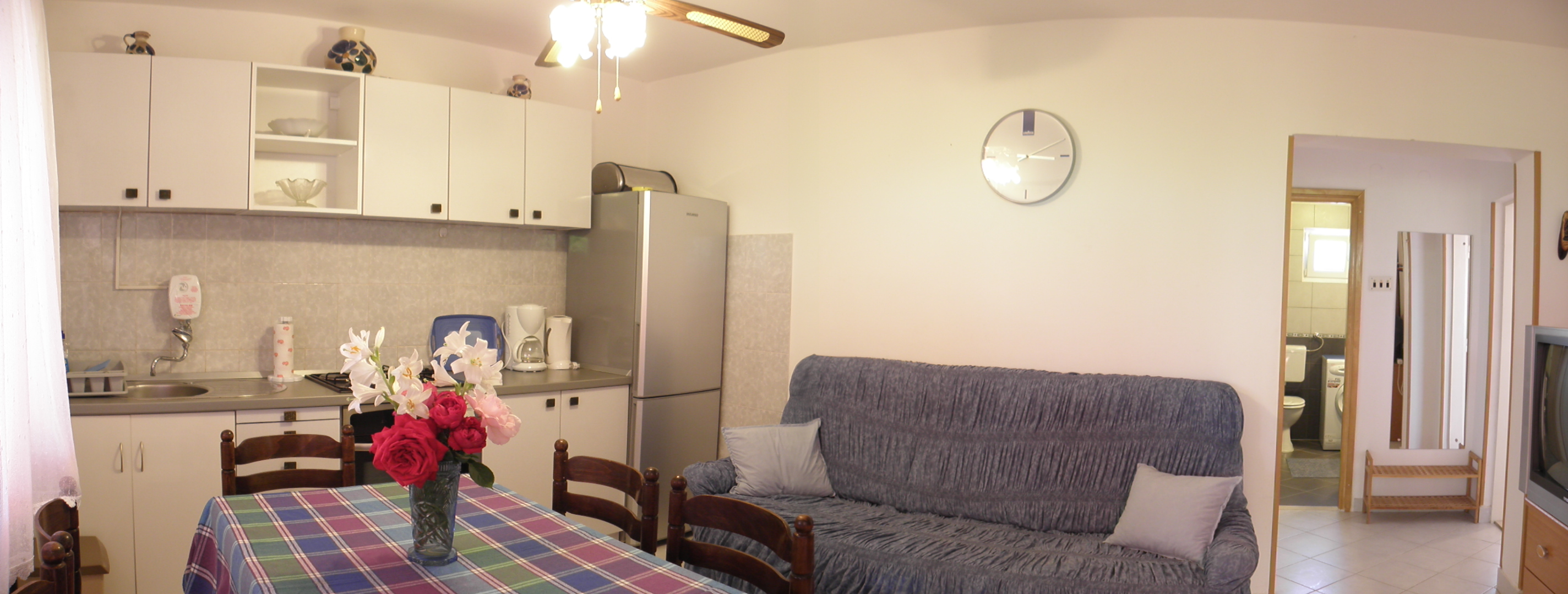 The Apartment Also Have Included In The Bathroom With Shower An Washing  Machine. The Kitchen Have An Fridge, Oven, Stove, Microwave And Coffee Maker .